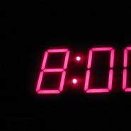 7:00 | Vaknar av att Jukka kommer och lägger sig (han har jobbat natt) Ställde aldrig om klockan innan jag la mig så klockan är 7 och inte 8 som den visar